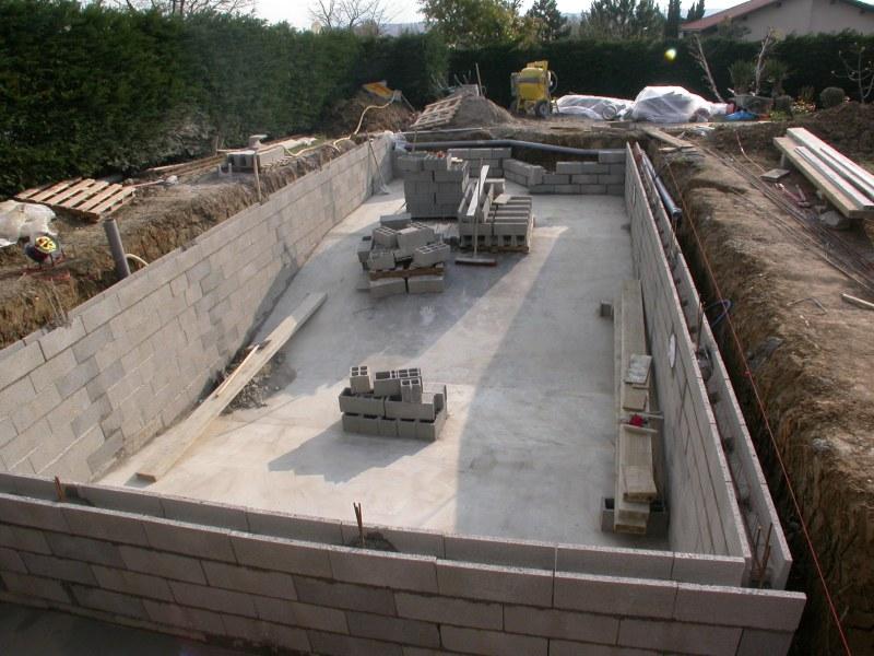 Construction de la piscine for Piscine en construction