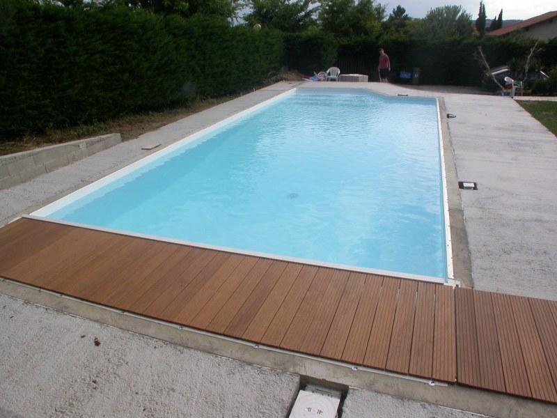 Volet immerg caillebotis et margelles piscines for Caillebotis piscine a debordement